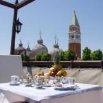 Desayuno en la Terraza del Colombina Hotel
